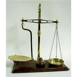 A SET OF VINTAGE BRASS AVERY PAN SCALES on tubular pillar support surmounted a small finial with rec