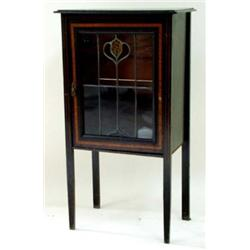 AN EDWARDIAN ART NOUVEAU MAHOGANY AND SATIN BANDED CABINET with leaded glass door featuring coloured