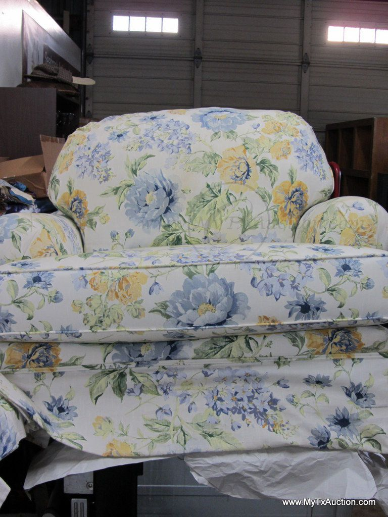 Stupendous Broyhill Chair And A Half W Ottoman Matching Pillows Spiritservingveterans Wood Chair Design Ideas Spiritservingveteransorg