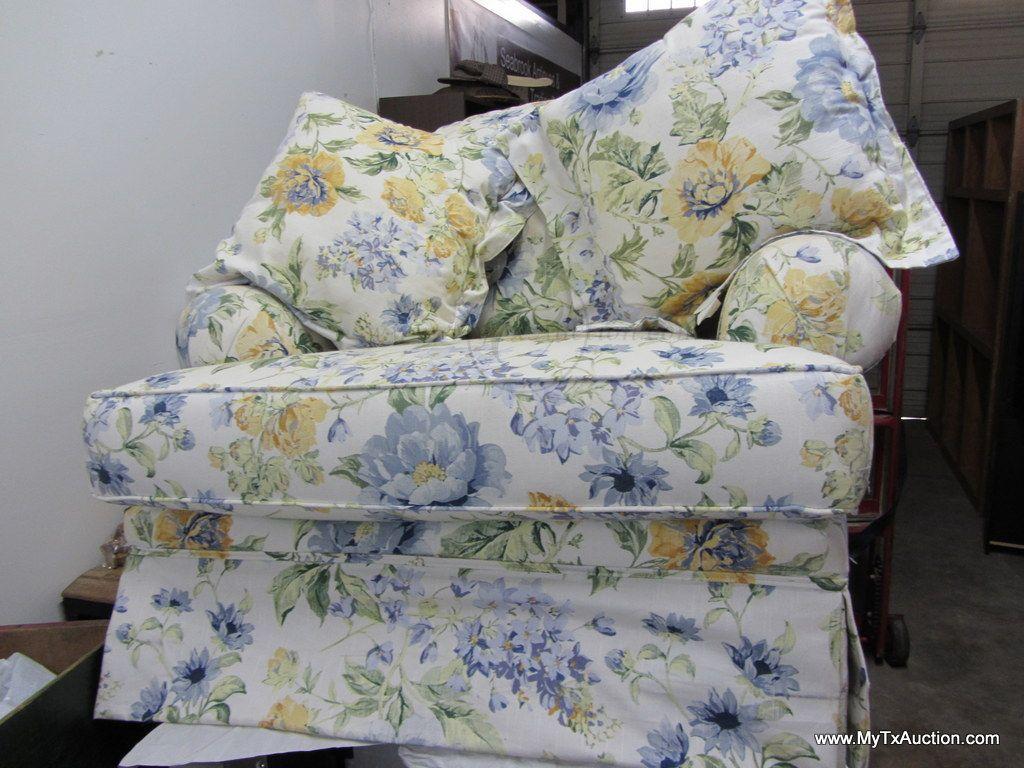 Fantastic Broyhill Chair And A Half W Ottoman Matching Pillows Spiritservingveterans Wood Chair Design Ideas Spiritservingveteransorg
