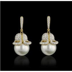 18KT Yellow Gold Pearl and Diamond Dangle Earrings FJM2522