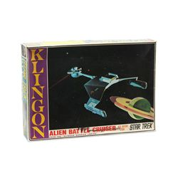 Star Trek Klingon Battle Cruiser Space Ship Model Kit Mint in Box
