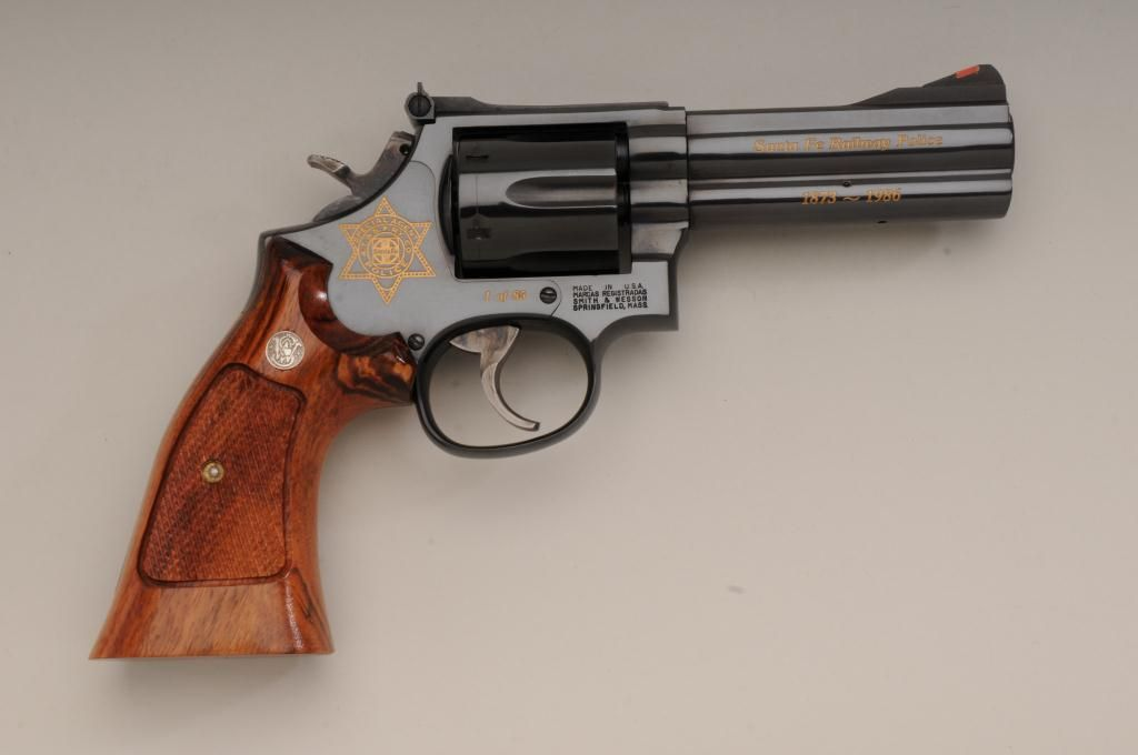 Presentation Smith & Wesson Model 586 DA revolver in wood and glass display  case,  357 Magnum cal