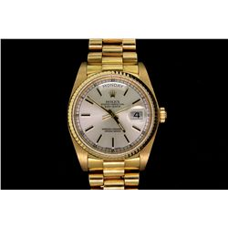 ROLEX: Men's 18ky Rolex O.P. Day Date wristwatch; fluted bezel; silver dial w/ stick index; Presiden