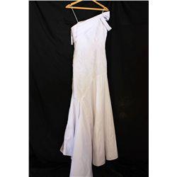 Lot [1] DRESS: [1] Yolanda one shoulder lace dress, size 10