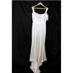 Lot [1] DRESS: [1] White bridal gown, size 10