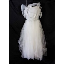 Lot [1] DRESS: [1] White silver bustier gown, size 8