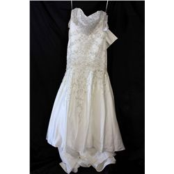 Lot [1] DRESS: [1] Ivory strapless gown, size 10