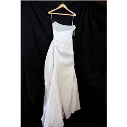 Lot [1] DRESS: [1] Ivory corset tie side silk gown, size S