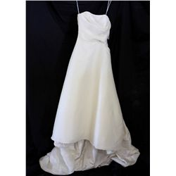Lot [1] DRESS: [1] Ivory strapless gown, size 4