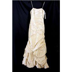 Lot [1] DRESS: [1] Spaghetti straps pleats taffeta gown, size 6