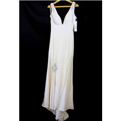 Lot [1] DRESS: [1] Off white V front and back gown, size 6