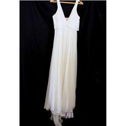 Lot [1] DRESS: [1] Ivory twist chiffon long gown, size 4