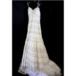 Lot [1] DRESS: [1] Ivory glorious wedding gown, size 10