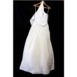 Lot [1] DRESS: [1] Ivory gown with belt, size 16
