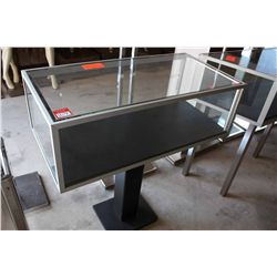 3FT GLASS DISPLAY CASE