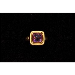 MENS 18KY RING WITH PURPLE STONE, SIZE 7