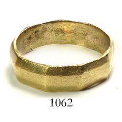 Gold wedding ring (nine-sided).