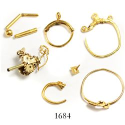 Lot of gold rings and small jewelry parts, Spanish colonial (1500s).