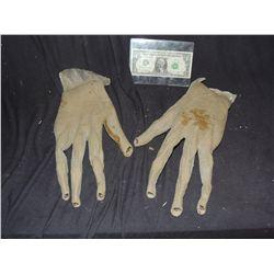 ALIEN CREATURE DEMON FOAM HANDS NO RESERVE!