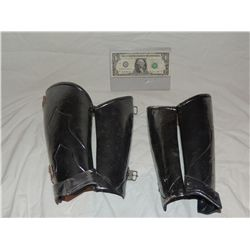 SNOW WHITE AND THE HUNTSMAN SCREEN USED PAIR OF GAUNTLETS ARMOR COSTUME
