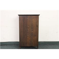 WONDERFUL EDISON QUARTERED OAK CYLINDER CABINET HOLDING