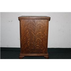 GREAT QUARTER SAWN OAK VICTROLA CABINET STAND WITH
