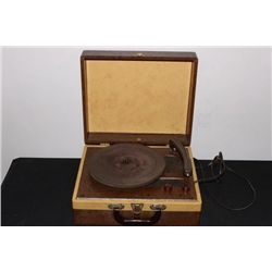 EXCELLENT PORTABLE AND LIFT TOP VICTROLA IN MINT