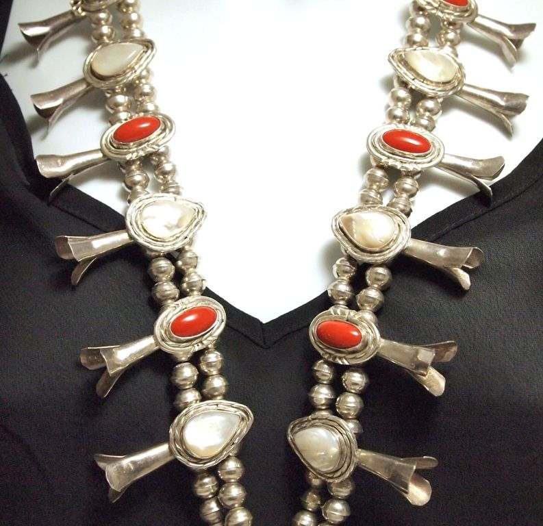 e9d50a483 ... Image 3 : Old Pawn Navajo Mother of Pearl & Coral Sterling Silver  Squash Blossom Necklace ...