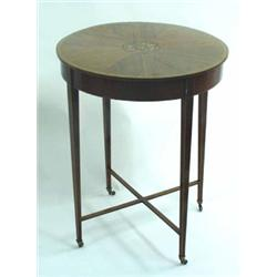 AN EDWARDIAN INLAID CIRCULAR MAHOGANY OCCASIONAL TABLE: the top satin  crossbanded and with sunbu