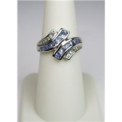 Stylish 10 Karat White Gold Ladies Ring