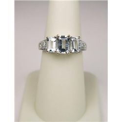 Superb 10 Karat White Gold Ladies Ring