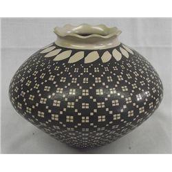 Mata Ortiz Eye Dazzler Jar by Hilario Quezada