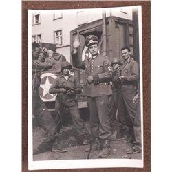 5X7 ORIG PHOTO OF GI PRETENDING TO BE NAZI-DRESSED IN C