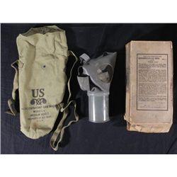 1942 ORIGINAL WWII GAS MASK W/ORIGINAL CARTON BOX