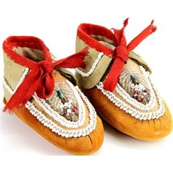 Pair Woodlands beaded childs moccasins