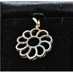 1 cts White and Blue Diamonds 14kt YG in Daisy shape