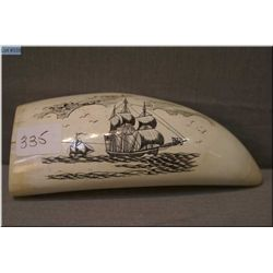 A vintage scrimshaw tusk featuring ships, 143.8grams in weight
