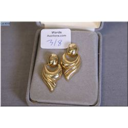 A pair lady's 14kt yellow gold earrings