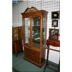 Quality modern display cabinet with glass shelves and illuminated top