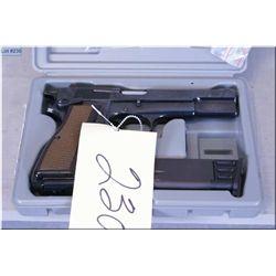 Browning mod Hi Power 75 Th Anniversary 1935 - 2010, .9 MM cal 10 shot semi auto Pistol, w/118 mm bb