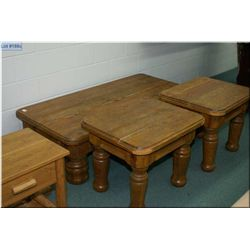 Lg Rustic Pine Style Cofee Table w/large bulbous feet
