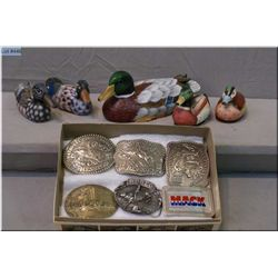 Tray Lot : Three Heston Belt Buckles [ 1984,1985 1986 ] 3 Asstd Belt Buckles - Five Small Duck Decoy