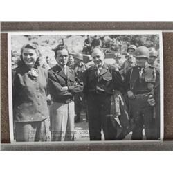 PHOTO, 7/1945 USO VISIT-GERMANY-INGRID BERGMAN & BENNY