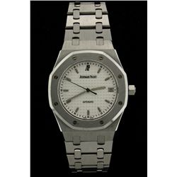 WATCH: Mens st.steel Audemars Piguet Royal Oak wristwatch; silver/white dial with stick markers, dat