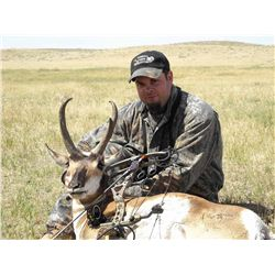 3-DAY ARCHERY OR RIFLE ANTELOPE HUNT FOR 1 HUNTER IN WYOMING