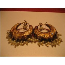 COSTUME JEWELEY GOLD COPPER TONE EARRINGS W/ DANGLE BEADS
