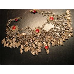 COSTUME JEWELRY SILVER TONE NECKLACE WITH RED RINESTONE ETHNIC STYLE