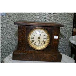 Vintage oak chiming mantle clock