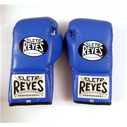 "Southpaw ""Cleto Reyes' Boxing Gloves Movie Props"